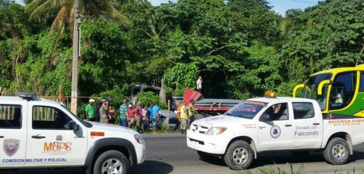 Patana se estrella contra 13 vehículos en RD