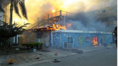Incendio afecta cabañas y negocios en Bayahíbe