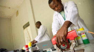 El centro nuclear de Kinshasa, en el limbo y amenazado por la erosión