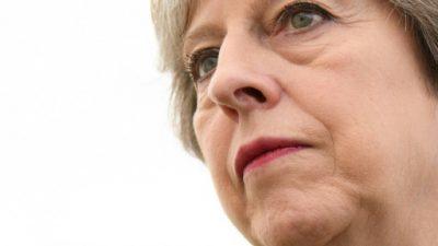 Theresa May pugna por frenar su inesperada caída en los sondeos