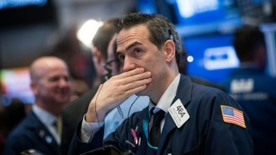 Wall Street resiste al riesgo e inicia una semana que se prevé calma
