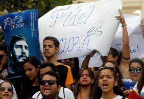 Algunos con pesar otros con alegría, reaccionan cubanos a muerte de Fidel Castro