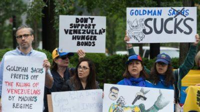 """""""¡Goldman Sachs, qué vergüenza!"""", protestan venezolanos en Nueva York"""