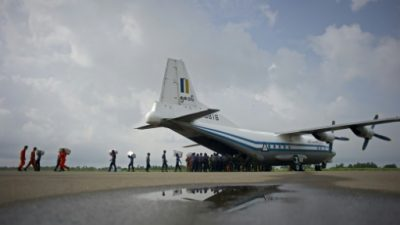 Hallan restos del avión militar birmano desaparecido con más de 100 personas a bordo