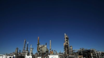 El petróleo, en caída libre por una sorpresiva alza de las reservas de EEUU