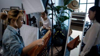 En China, los influencers en internet transforman la moda en oro