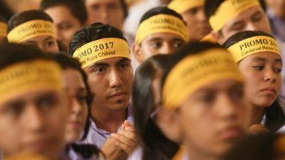 Salvadoreños reciben con alegría investidura de su primer cardenal