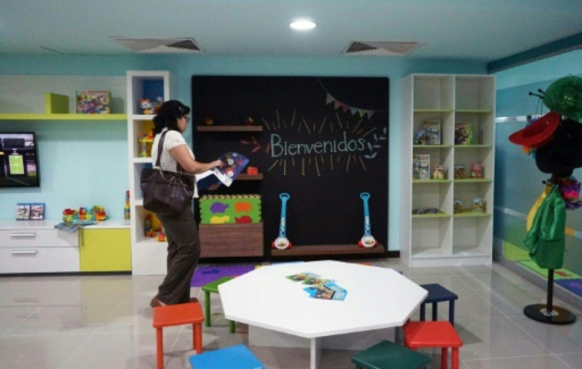 El aeropuerto de Guatemala instala sala para niños deportados de EEUU