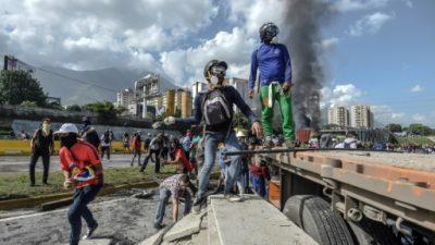 """Maduro llamó a """"adecuar"""" fuerzas del orden tras muertes en protestas"""