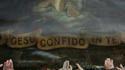 """Alcaldesa de Colombia """"entrega"""" su municipio a Jesucristo"""