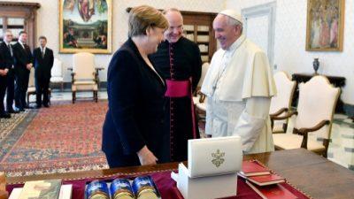 El papa y Merkel hablan de medio ambiente y terrorismo