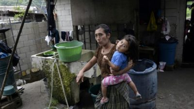 El miedo y la muerte rondan mientras llueve en el norte de Centroamérica