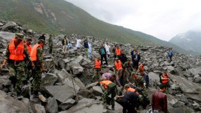 China sigue buscando a los desaparecidos en el desprendimiento de tierra