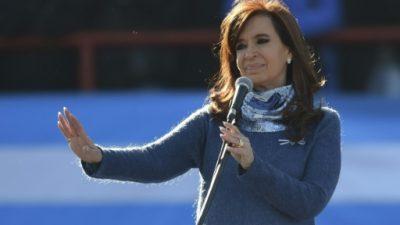 Argentina mide en primarias legislativas regreso de Kirchner frente a Macri
