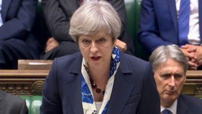 Una frágil May se refugia en el Brexit para lograr apoyo del Parlamento
