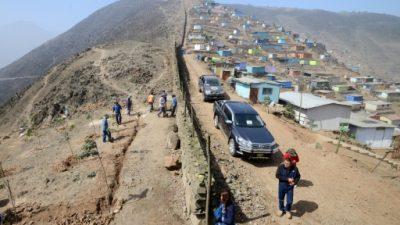 Polémica por un muro que separa a ricos y pobres en Lima, ¿qué hacer con él?