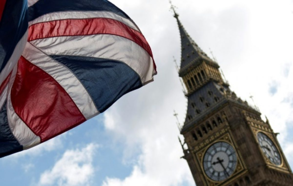 """Un vehículo arrolla a peatones en Londres, """"varios heridos"""" y un arresto"""