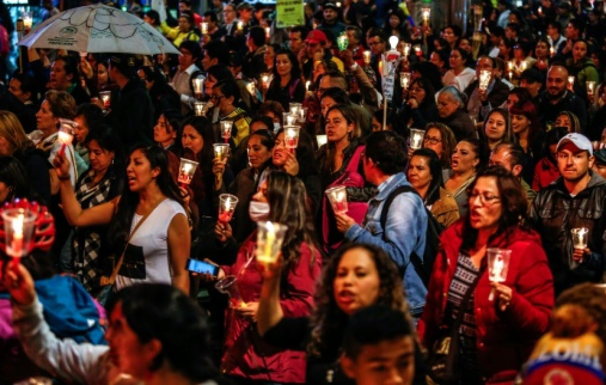 Los maestros públicos levantan huelga de un mes en Colombia