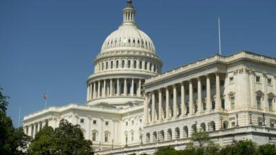 Senadores republicanos lanzan nuevo proyecto de reforma de salud en EEUU
