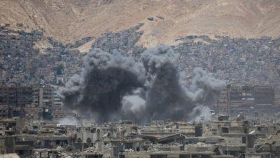 Al menos 30 civiles mueren por bombardeos en un feudo del EI en Siria
