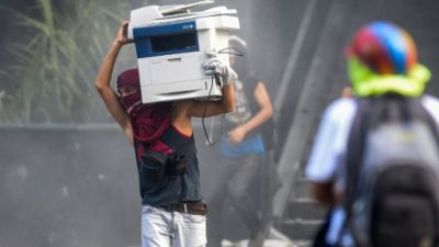 "Maduro pide a Trump que ""detenga la locura"" tras acusar a EEUU de complot"