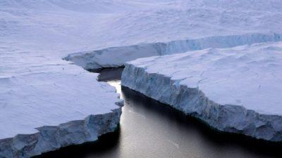 Un iceberg gigantesco se forma en la Antártida