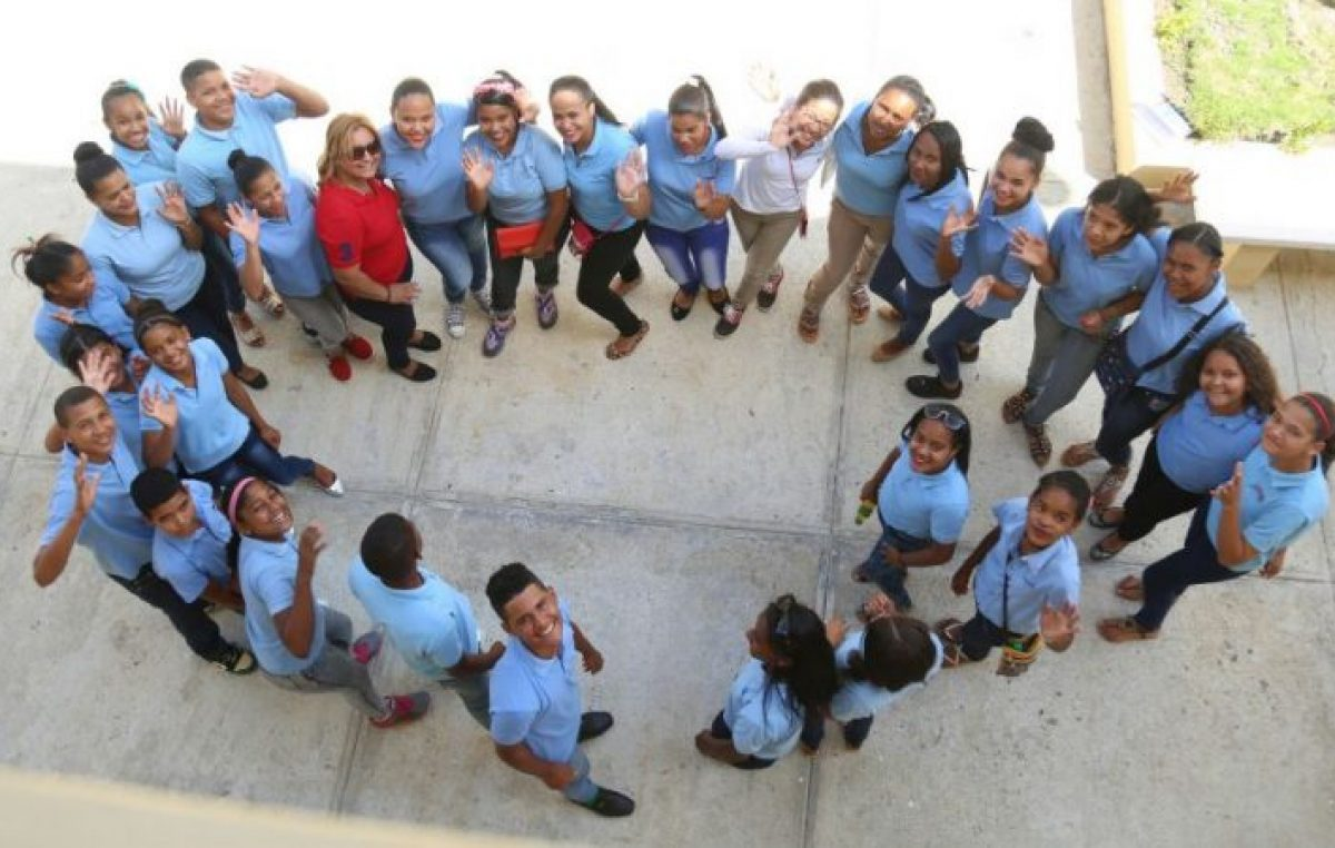 Estudiantes de Ocoa concretizan su sueño; reciben un moderno politécnico con Jornada Extendida