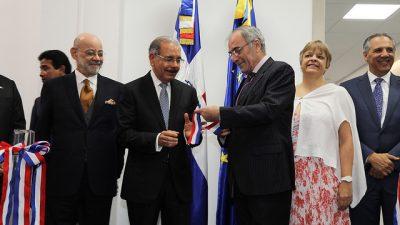 UE felicita a Danilo Medina por manejo de la economía. Presidente asiste inauguración nueva sede