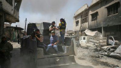 El grupo EI, acorralado en Mosul, mata a dos periodistas iraquíes