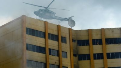 Dos muertos en incendio en torre de ministerio de Hacienda de El Salvador