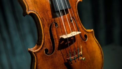 Una mujer es detenida en Japón por destruir 54 violines de su exmarido