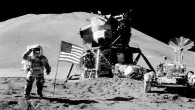 """Pence promete """"nueva era"""" de la exploración espacial de EEUU"""