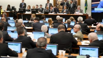 El Parlamento brasileño analiza una denuncia que podría costarle el cargo a Temer