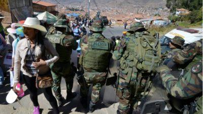 Profesores en huelga ocupan aeropuerto en zona andina de Perú