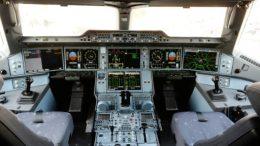El transporte aéreo mundial busca pilotos desesperadamente