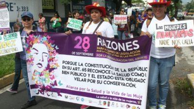 Los salvadoreños apoyan el aborto cuando peligra vida de la madre