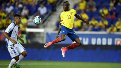Concacaf suspende a salvadoreños Romero y Cerén por morder a rivales de EEUU