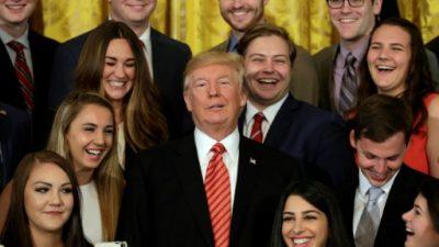 """Trump advierte de la """"última oportunidad"""" para pasar la reforma de salud"""