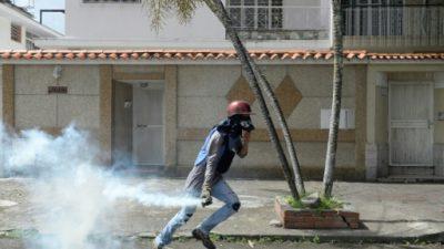 La oposición venezolana bloquea calles para impulsar un plebiscito contra Maduro