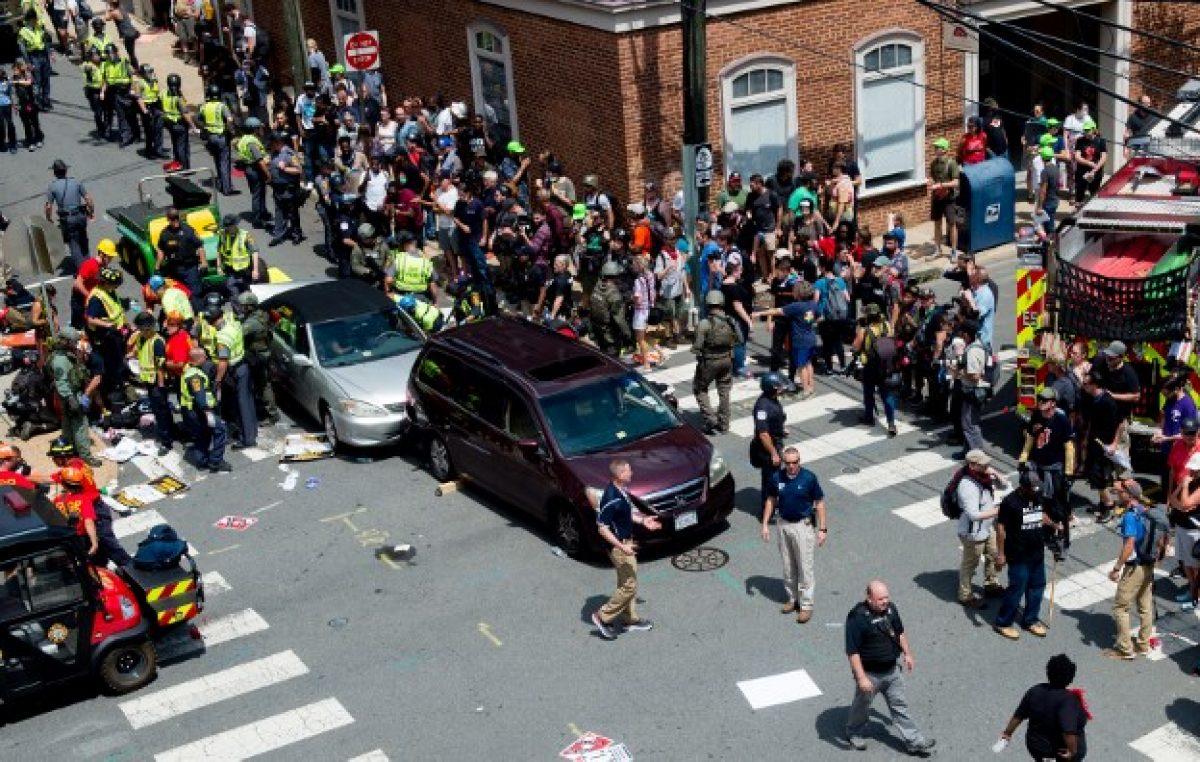 Violentos enfrentamientos durante manifestación de derecha radical estadounidense
