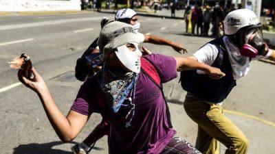 Manifestantes opositores divididos ante advertencia de Trump a Venezuela