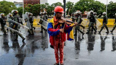 Violinista de manifestaciones contra Maduro tiene prohibido protestar (ONG)