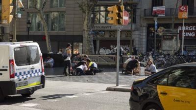 El hombre que conducía la furgoneta del atentado de Barcelona sigue huido (policía)