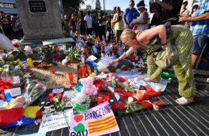 Buscando a sus queridos: dolor en España tras el doble ataque