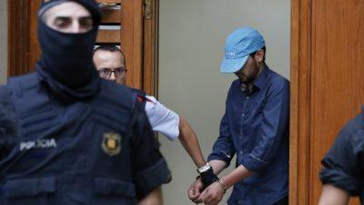 La policía española sigue buscando a cuatro personas por atentados (prensa)