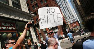 Donald Trump cada vez más aislado, manifestaciones en Boston