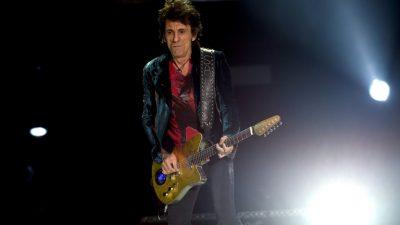 El Rolling Stone Ronnie Wood revela que tuvo un cáncer de pulmón