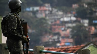 Al menos dos muertos en vasta operación militar en favelas de Rio de Janeiro