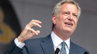 El alcalde de Nueva York propone subir impuestos a ricos para mejorar el transporte