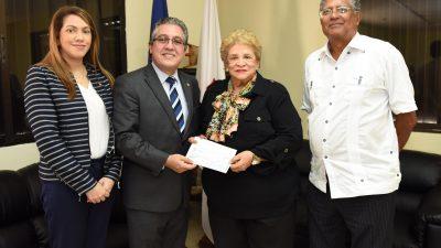 RD: El voluntariado del Banco Central dona recursos a la Cruz Roja dominicana